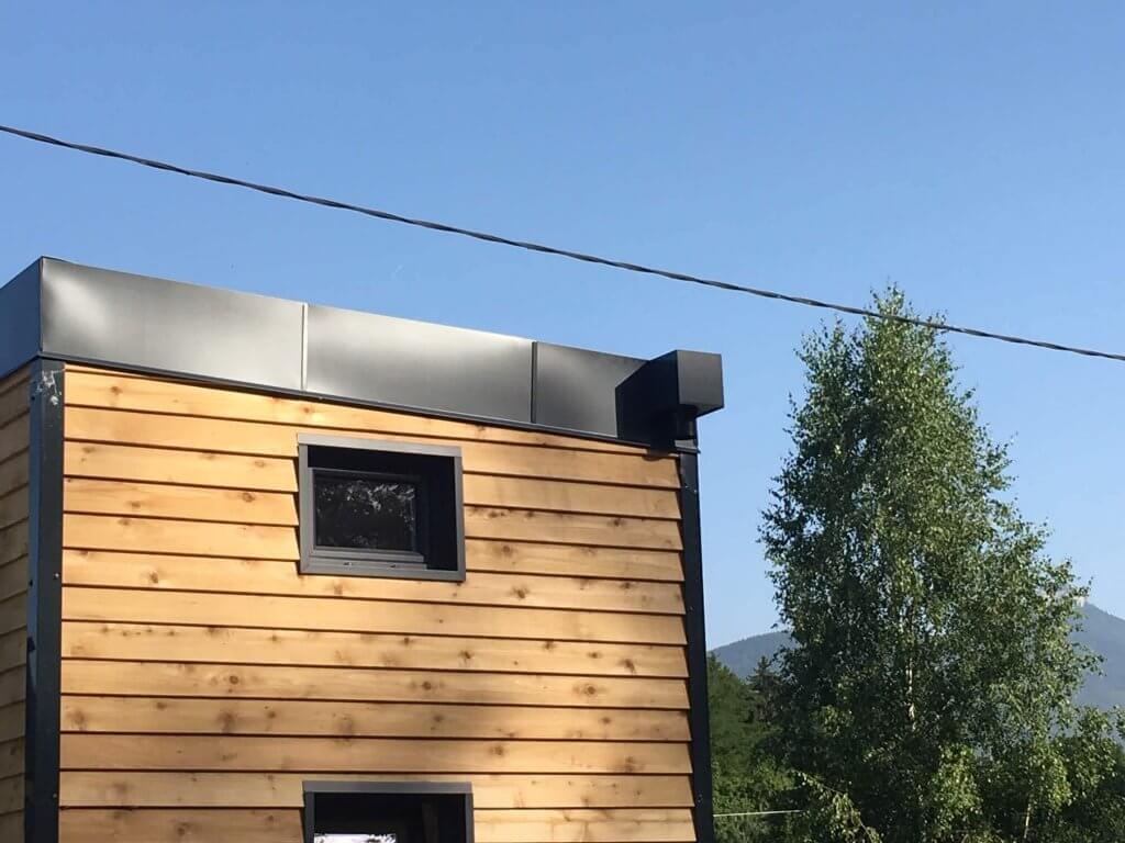 Chêneau intégré la toiture avec boîte à eau en sortie.