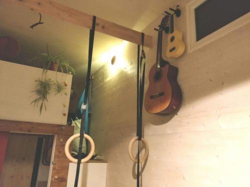 Poutre intérieure pour accrocher des anneaux ou un hamac assis