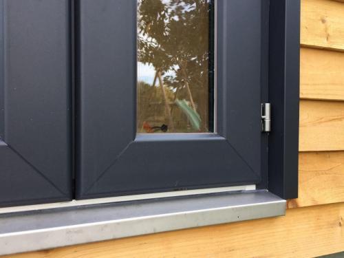 Des finitions  réalisées avec soin - seuil inox spécifique pour la porte d'entrée